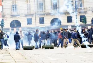 Forconi-scontri-polizia-a-Torino