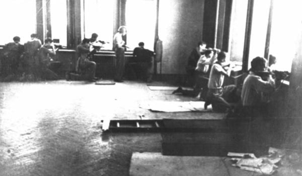 Nella foto: si spara dagli uffici della Lancia