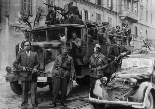 Nella foto: squadre SAP a Torino il 29 Aprile 1945